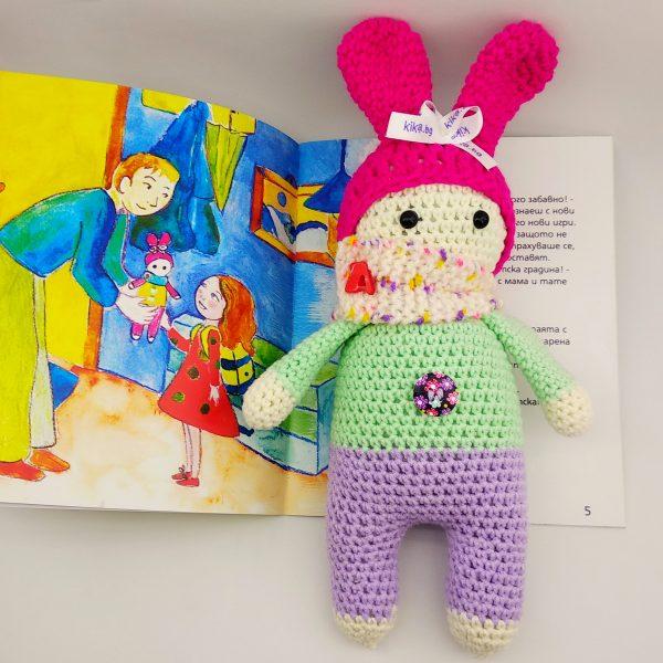 кукла с книжка за детската градина
